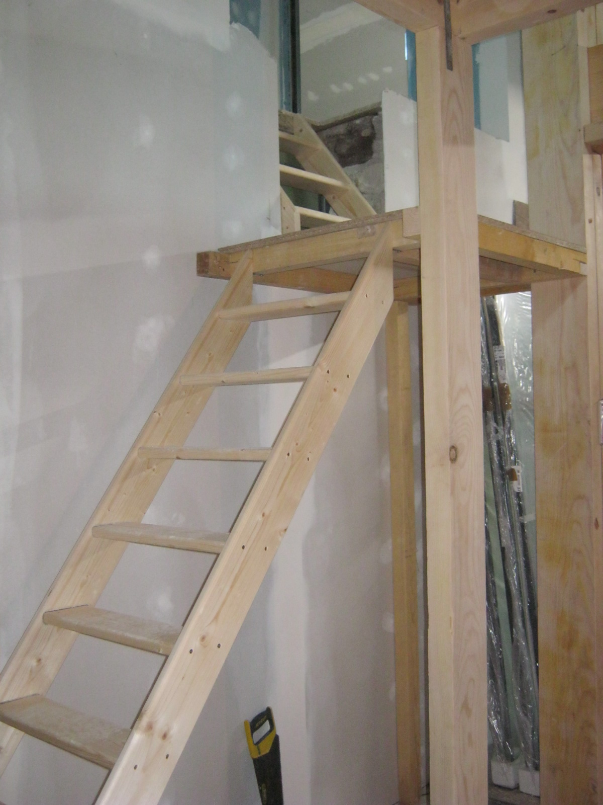 construction de notre escalier en bois et m tal tout plein de trucs. Black Bedroom Furniture Sets. Home Design Ideas