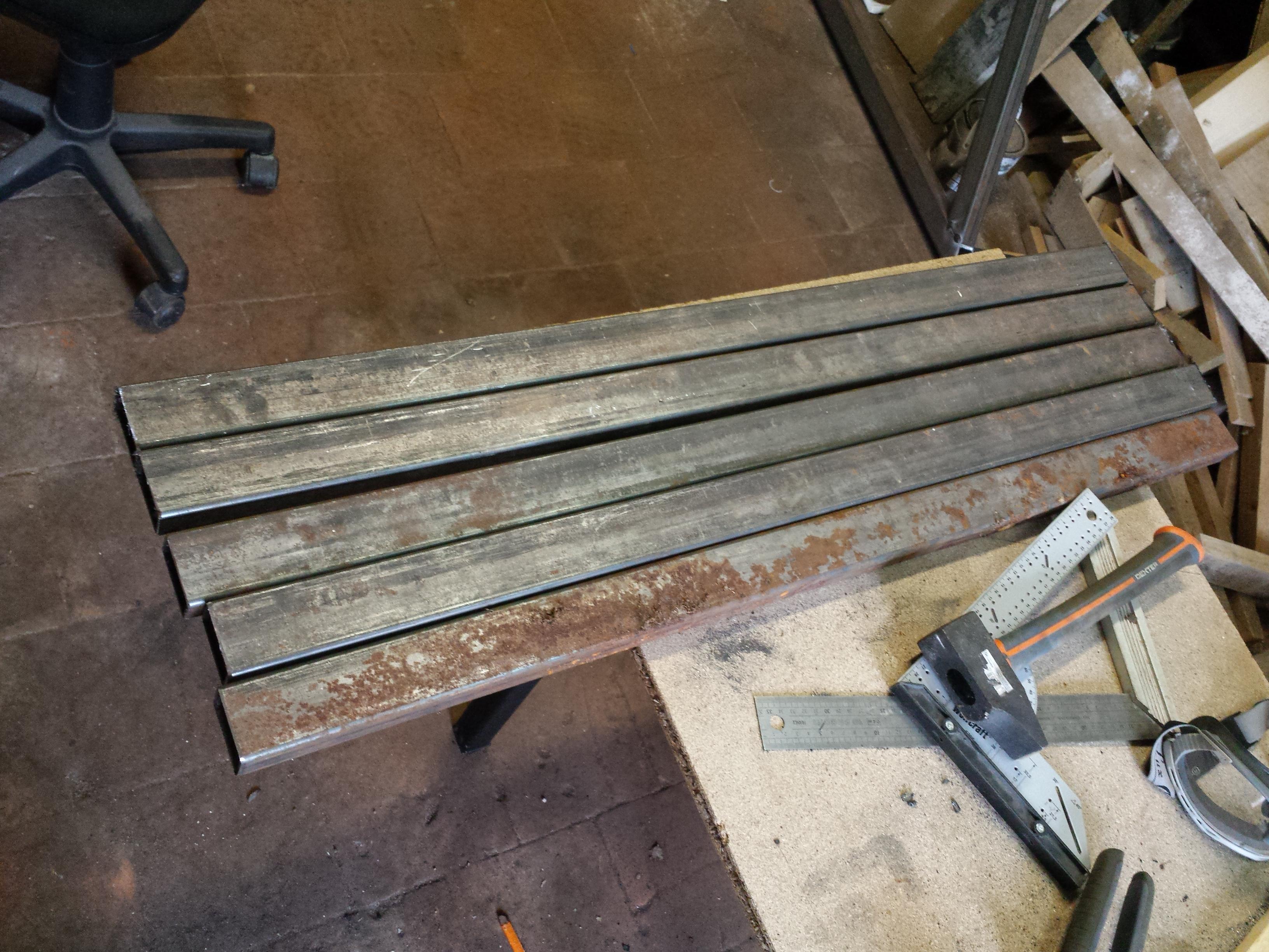rambarde en fer et cable main courante en bois tout plein de trucs. Black Bedroom Furniture Sets. Home Design Ideas
